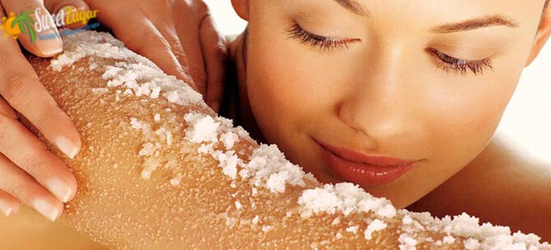 Используйте скраб для подготовки кожи к загару